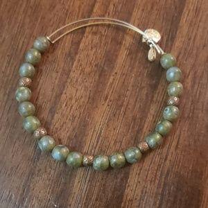 Jewelry - RSVD